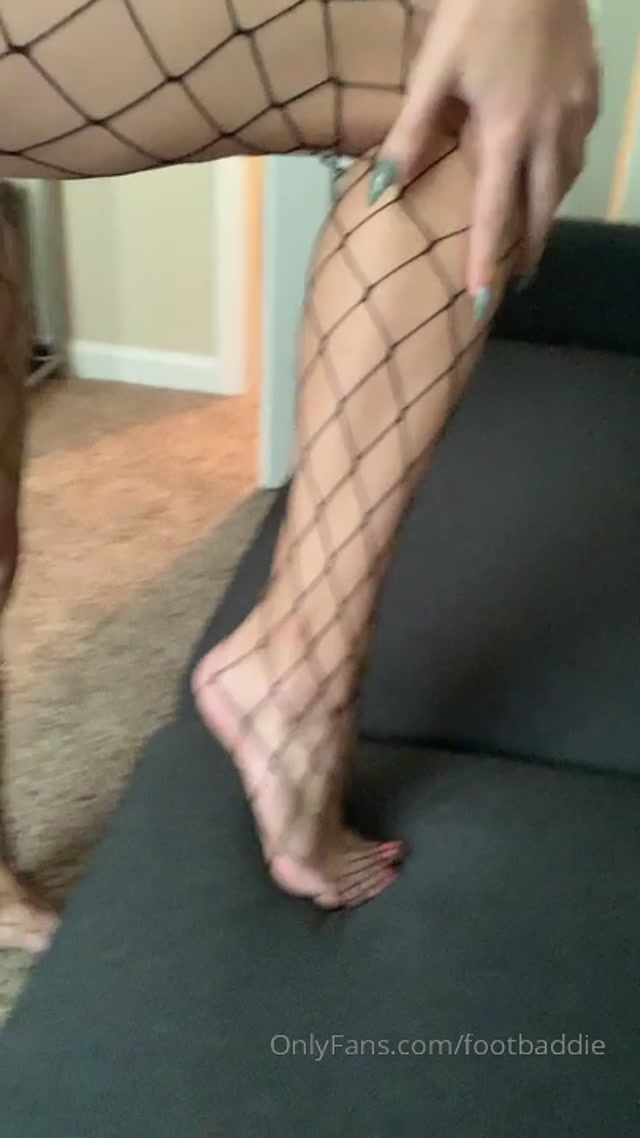Watch Free Porno Online – footbaddie 19-08-2019 Look at my long sexy legs in these perfectly patchy fish nets they make my toes look so su (MP4, HD, 404×720)