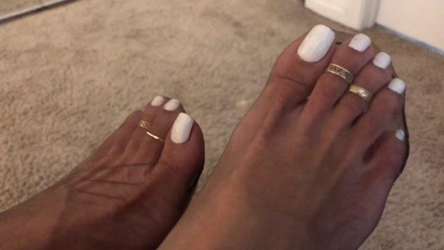 italianfootgoddess___30_10_2018_white_nails_and_coffee_colored_nylons.mp4.00006.jpg