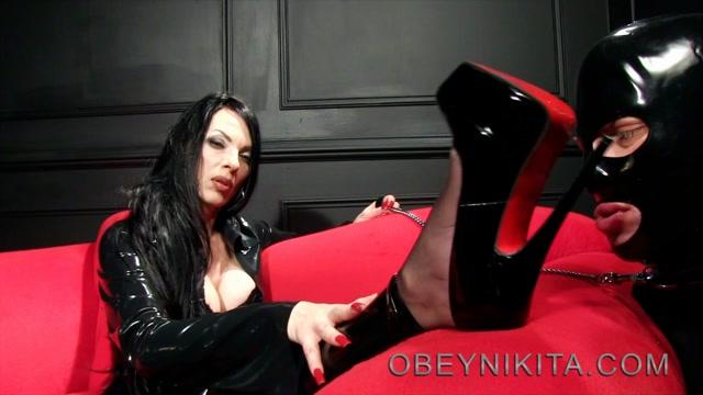 obey_nikita_-_mistress_nikita_-_Lick_My_Soles.mp4.00012.jpg