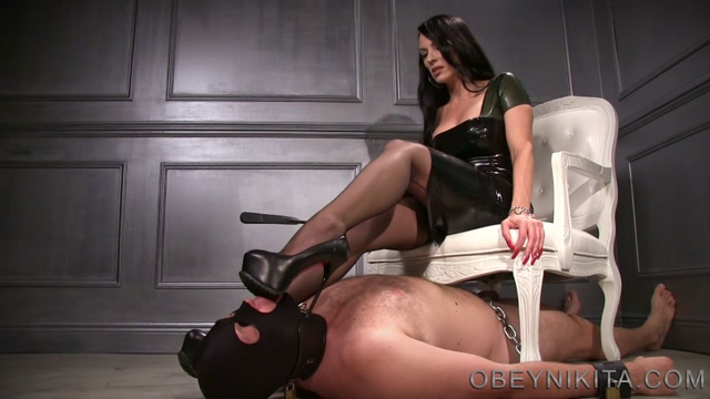 obey_nikita_-_mistress_nikita_-_Nylon_Foot_Dom.mp4.00007.jpg