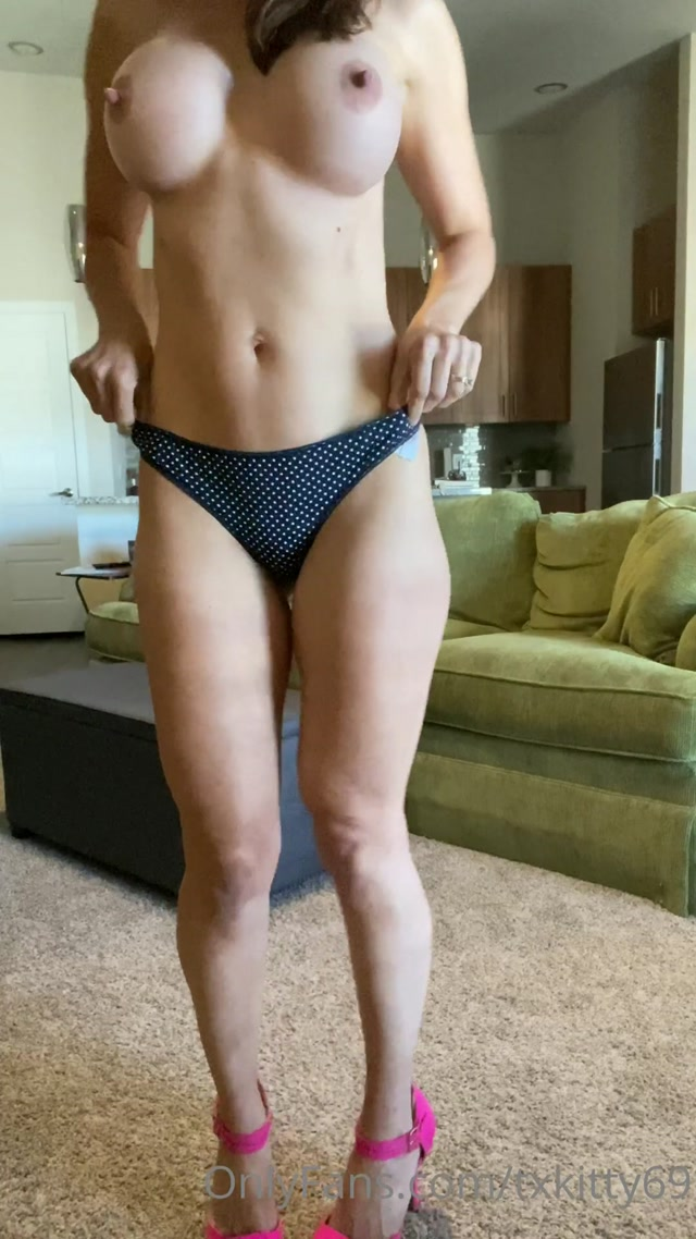 txkitty69_07-05-2020_Trying_on_panties_help_me_decide_whic.mp4.00012.jpg