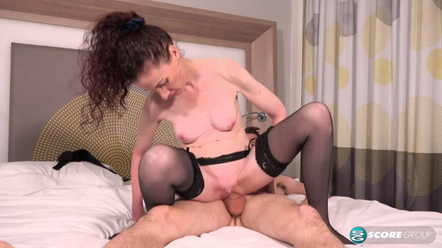 40SomethingMag_presents_Scarlet_fucks_her_step-son.mp4.00009.jpg