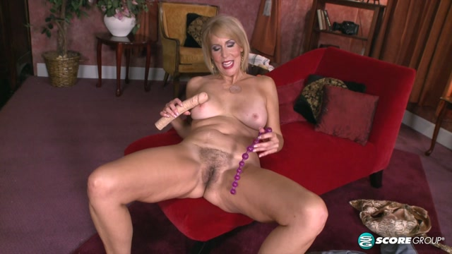 50plusmilfs_presents_Erica_Lauren_Toys_and_cock_for_Erica_s_ass.mp4.00004.jpg