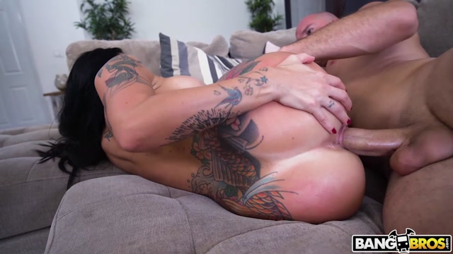 BangBros_-_AssParade_presents_Lilith_Morningstar_-_Curvy_Lilith_S_First_Time___12.10.2020.mp4.00014.jpg