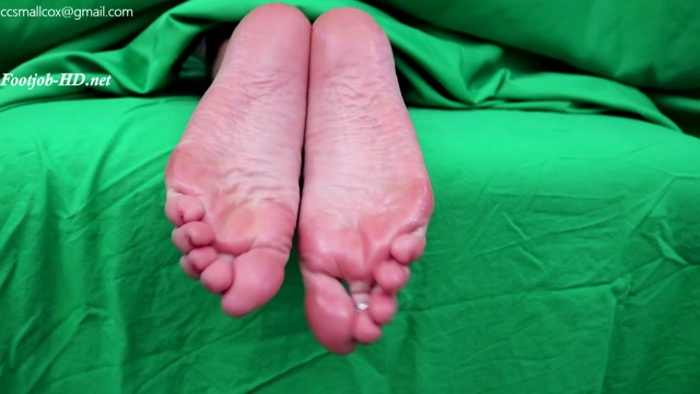Big_Latina_Feet_Get_a_Big_Sticky_Load_-_STICKY_SOLES.mp4.00012.jpg