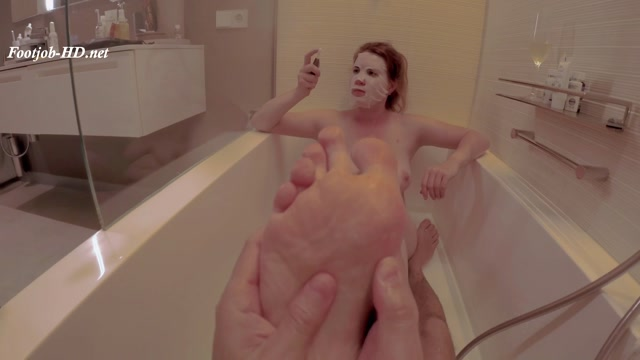 Big_Tits_Redhead_Smoking_Foot_Slave_-_GingerAle23.mp4.00006.jpg