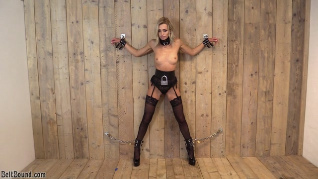 Coxy_aka_Dominika_Jandlova_bb503_2020-02-25_-_Coxy_chained_to_the_wall.mp4.00015.jpg