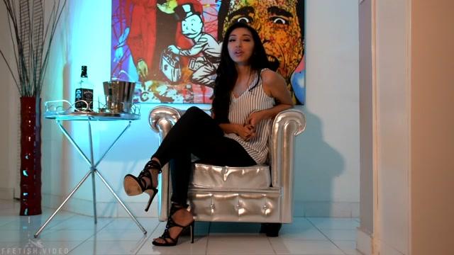 Empress_Jennifer_-_Give_it_UP.mp4.00003.jpg