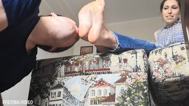 Foot_Fetish_Family_-_Sweaty_Socks_And_Feet_Worship_-_Old_Socks_And_Sweaty_Feet_Licking.mp4.00008.jpg