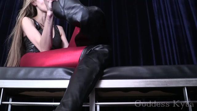 Goddess_Kyaa_-_Footslut_Temped_into_Cocksucking.mp4.00003.jpg