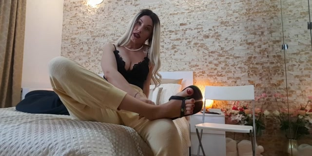 Watch Online Porn – Goddess Natalie – Admit it – you have a foot fetish (MP4, SD, 1280×640)