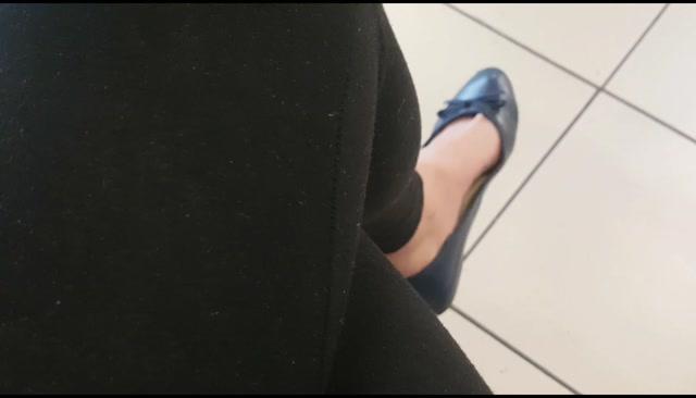Goddess_Natalie_-_Shoe_dangling_compilation.mp4.00007.jpg
