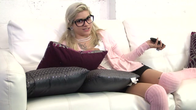 Watch Online Porn – I'll Teach you! – Piper – My Spoiled Princess (MP4, FullHD, 1920×1080)