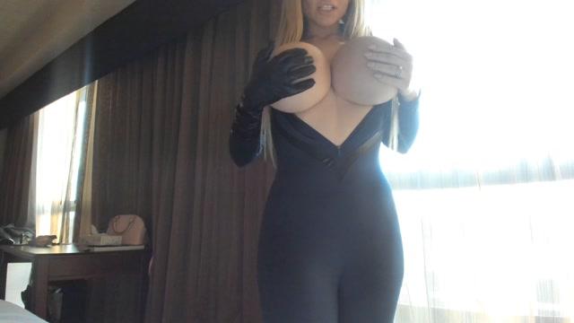 Katy_AnnXO_-_Fantastic_Four_Breast_Accident.mp4.00002.jpg