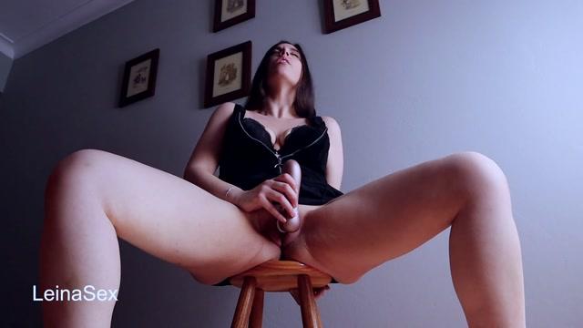 Leina_Sex_-_MasturbaciцЁn_Con_Squirt_en_un_Taburete.mp4.00005.jpg