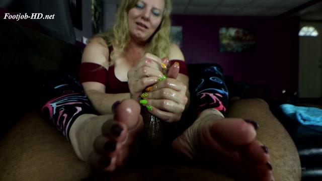 Rhonda_the_Teasing_Expert_-_Joey_s_FeetGirls.mp4.00005.jpg