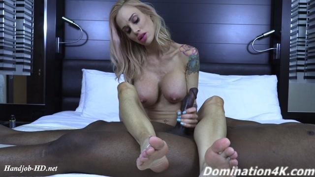 Sarah_Jessie_s_amazing_foot_smelling_handjob_-_Twisted_Females.mp4.00004.jpg