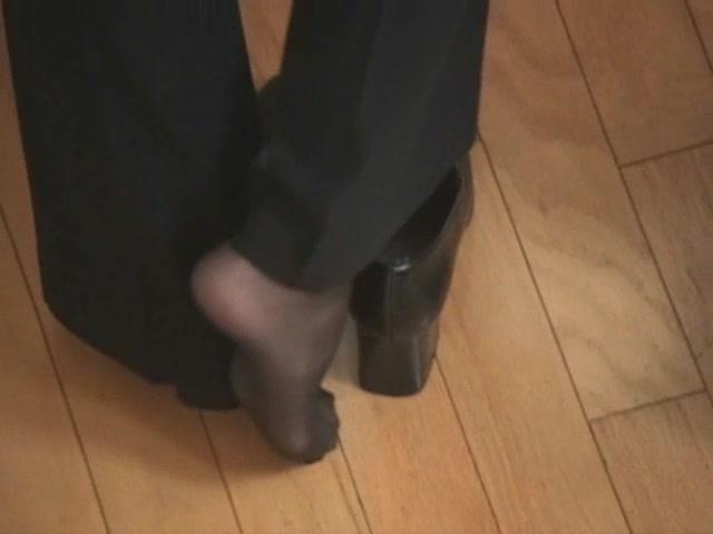 Shoeplay_and_Hosiery_Heaven__-_Leah_and_Lyn-Clip_Bundle_Re-edit.mp4.00014.jpg