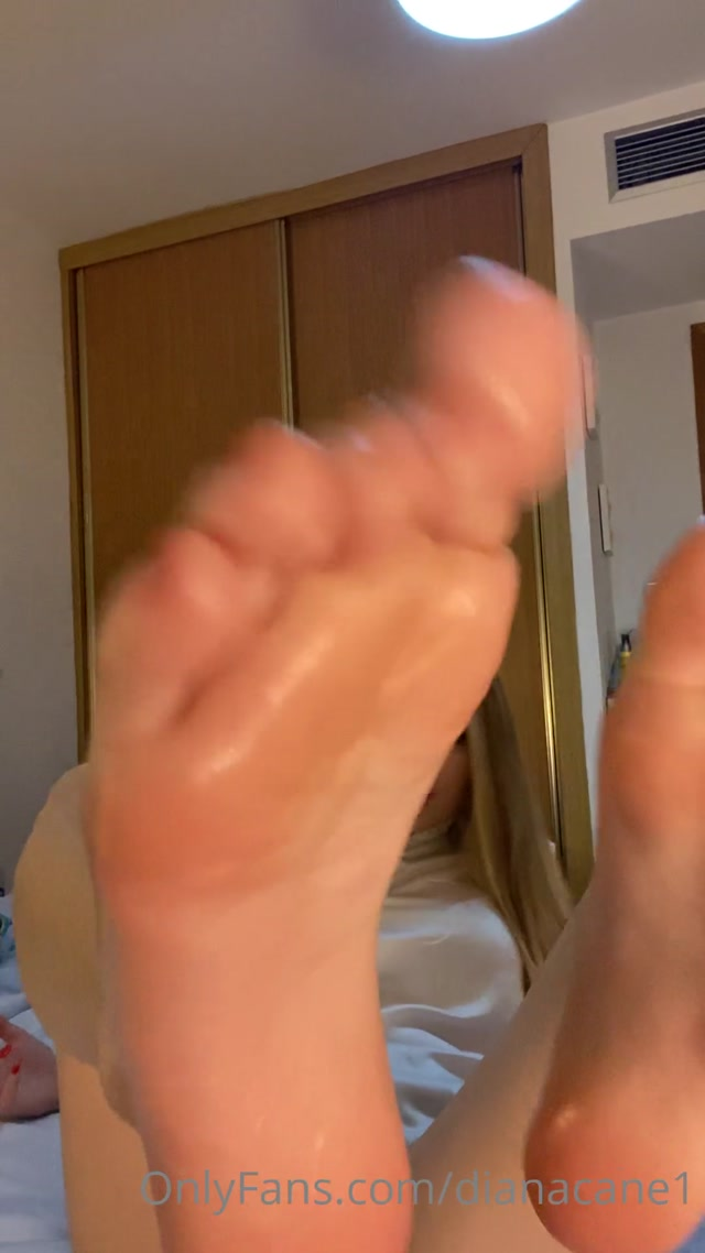 dianacane_08-05-2020_new_video_of_my_soles_of_the_feet_with_a_lot_of_oil_6_M.mp4.00011.jpg