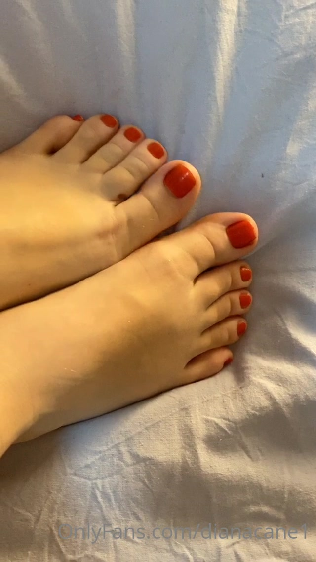 dianacane_11-05-2020_My_little_and_red_toes.._Lik.mp4.00015.jpg