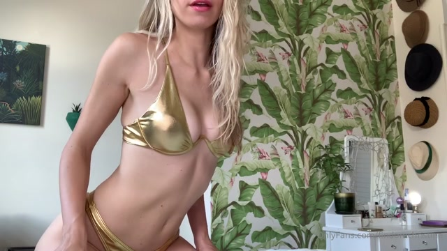 findomchristine_29-07-2020_A_very_good_cuck_just_bought_me_bikinis.mp4.00014.jpg