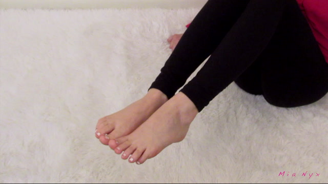 mia_nyx_trailer_bare_feet_joi_with_cum_countdown_2020_03_06_71V6EL.mov.00013.jpg