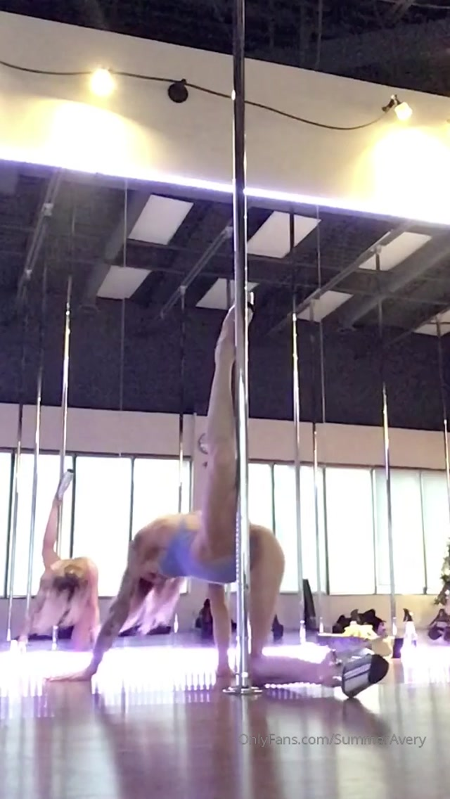 summeravery_11-01-2020_Handstand_is_definitely_a_work_in_progress.mp4.00013.jpg