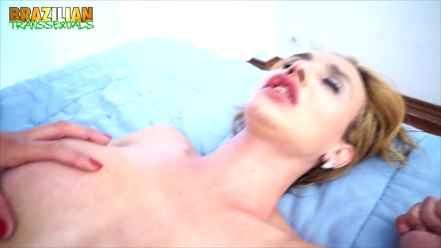 Brazilian-transsexuals_presents_Danielly_Marineto_And_Andressa_Olivetto_Fuck_Each_Other.mp4.00013.jpg