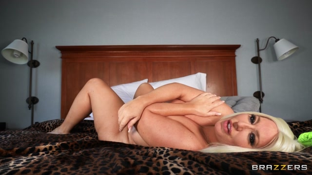 Brazzers_-_DayWithAPornstar_presents_Stassi_Rossi_-_Stassi_Squirts_In_The_Hotel___13.11.2020.mp4.00015.jpg