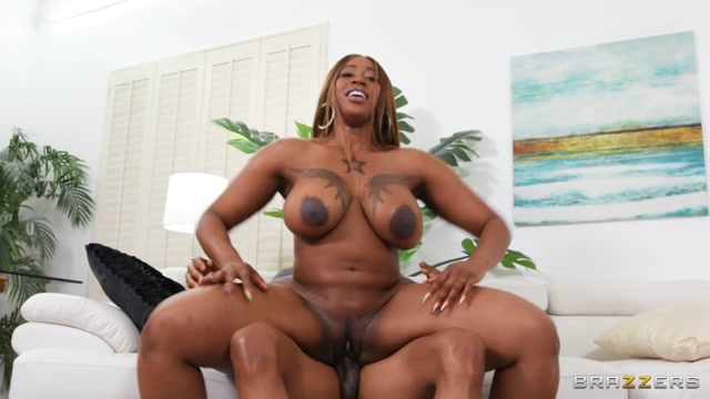 Brazzers_presents_Victoria_Cakes_-_Getting_Him_In_Fucking_Shape___18.11.2020.mp4.00015.jpg