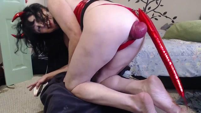 DGG_-_Devil_girl_huge_anal_prolapse_stretching.mp4.00013.jpg