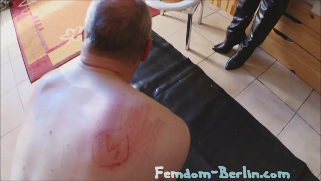 Degraded_And_Pissed___FEMDOM-BERLIN.mp4.00015.jpg