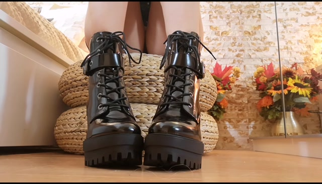 Goddess_Natalie_-_Boots_ignore_with_pussy_flashing.mp4.00006.jpg