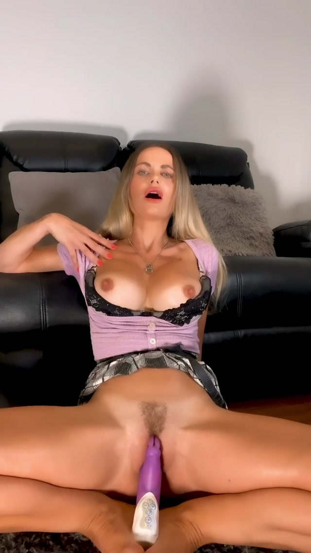 Jasminesinclair24_-_A_Very_Lucky_Purple_Rabbit_Makes_Me_Cum_Hard.mp4.00011.jpg