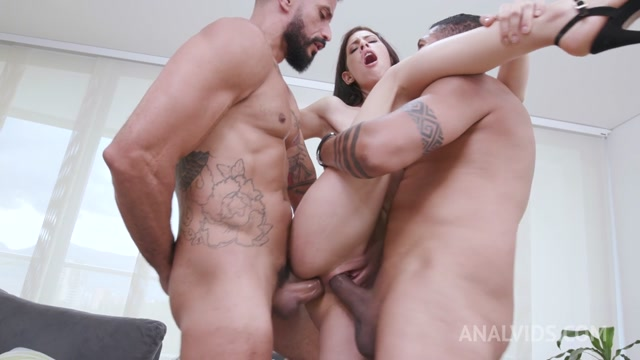 LegalPorno_presents_Colombian_slut_Alicia_Trece_enjoys_threesome_with_2_huge_cocks_YE023___07.11.2020.mp4.00013.jpg