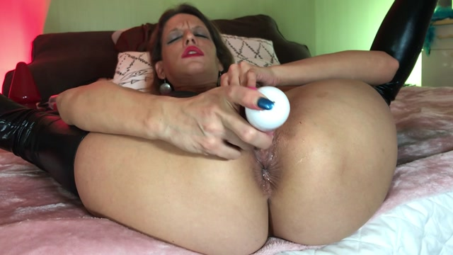 Maria_Hella_close-ups_on_my_smashed_asshole_and_prolapse.mp4.00004.jpg