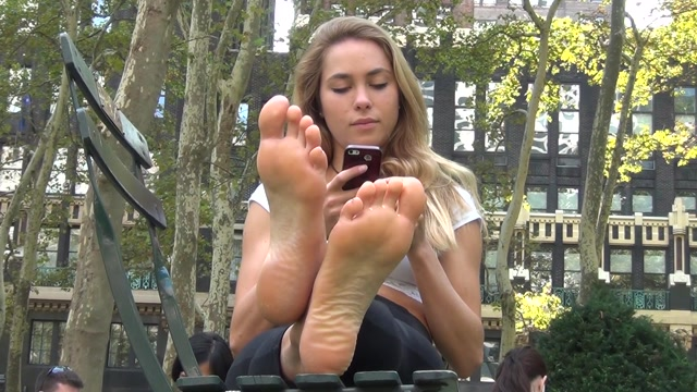 Real_Bare_Soles_-_STUNNINGLY_beautiful_blonde_s_big_soles.mp4.00010.jpg