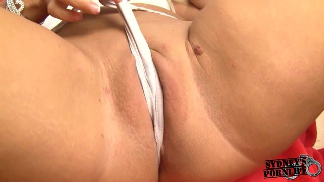 SydneysPornLife_-_Playing_With_Pussy.mp4.00005.jpg
