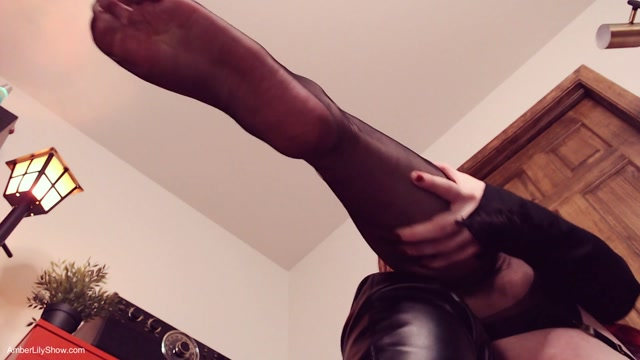 The_AmberLily_Show_Fetish_Emporium_-_Be_My_Boots_Helper_Footboy.mp4.00006.jpg