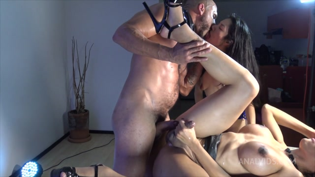 Trans_Lizzy_Laynez_Has_Hot_Anal_Threesome_OTS769_22.11.2020.mp4.00015.jpg
