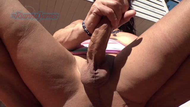 Ts_Rianna_James_-_quietbackyardjerk.mp4.00007.jpg