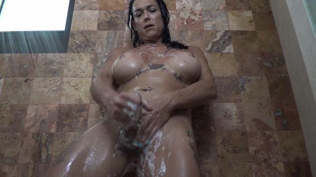 Ts_Rianna_James_-_showerpv.mp4.00011.jpg