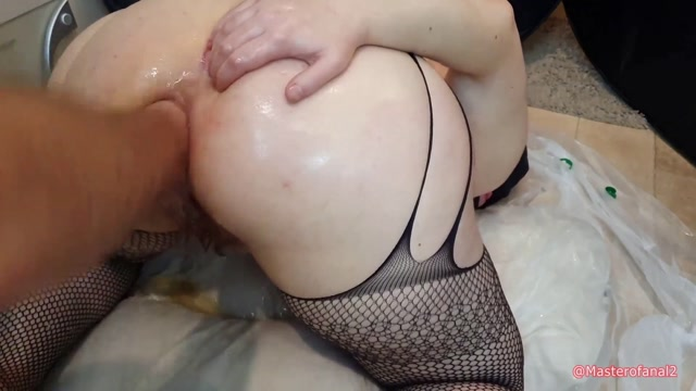 Violet_Buttercup_messy_anal_and_fisting_with_2L_cooking_oil.mp4.00014.jpg
