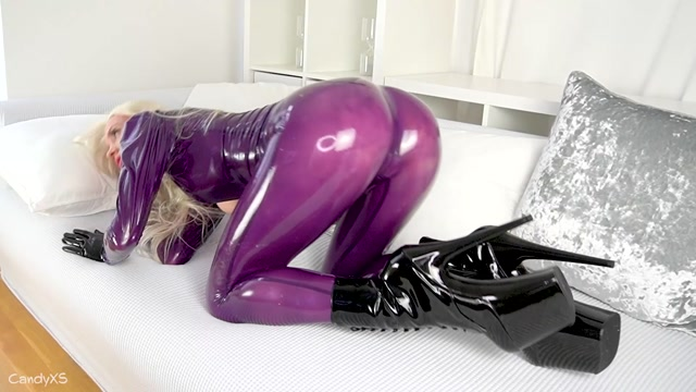 candyxs_22-10-2020_Just_for_all_my_latexlovers_enjoy_my_selfmade_latexclothe.mp4.00015.jpg