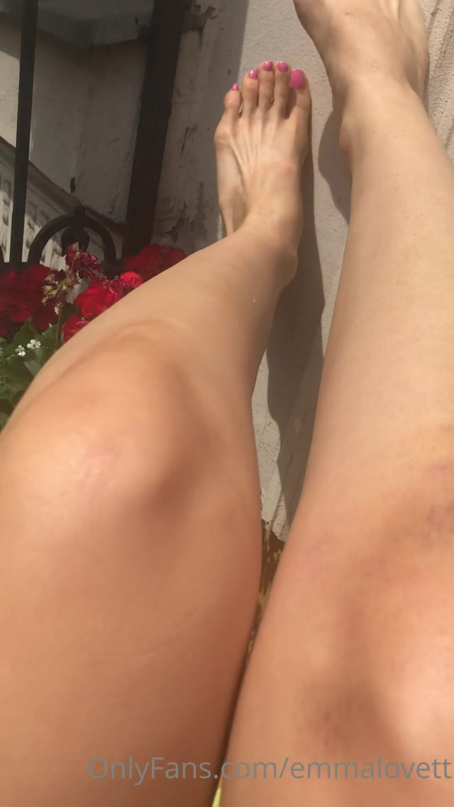 emmalovett_10-05-2020_At_home_vacation_enjoy_my_first_foot_video_post.mp4.00008.jpg