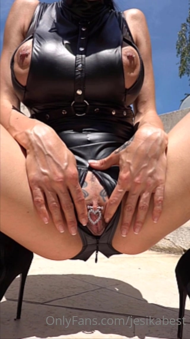 jesikabest_02-06-2020_Unzip_my_zippers.mp4.00008.jpg