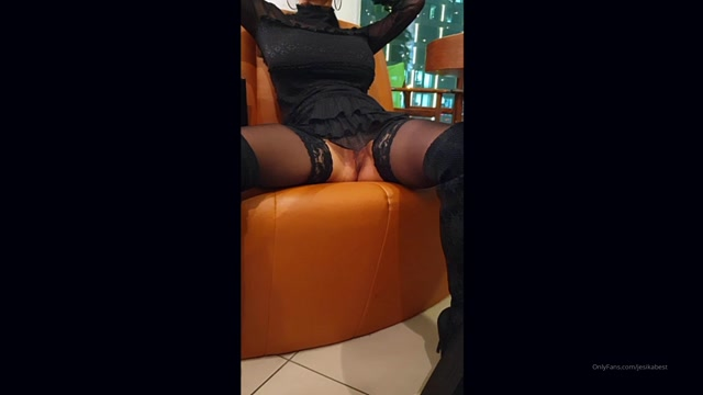 jesikabest_17-11-2019_Another_public_no_panty_adventure.mp4.00015.jpg