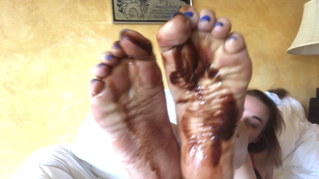 leiafishnets_02-10-2019_mmm_i_was_craving_chocolate_and_toes_after_my_coffee.mp4.00014.jpg