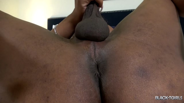 Black-tgirls_presents_Anna_s_Creamy_Cumshot.mp4.00011.jpg