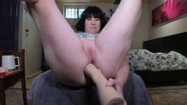 DGG_-_Amateur_mature_grow_her_monster_anal_prolapse_very_closeup.mp4.00002.jpg